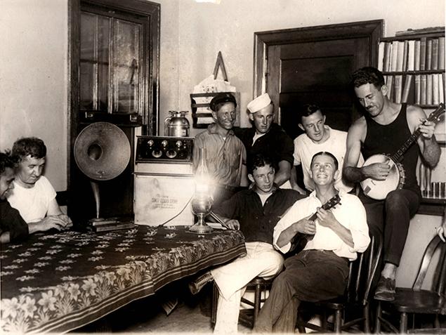 USLSSGA-coast-guard-downtime-radio-banjo-rockaway-point-ny-sept_08_1924